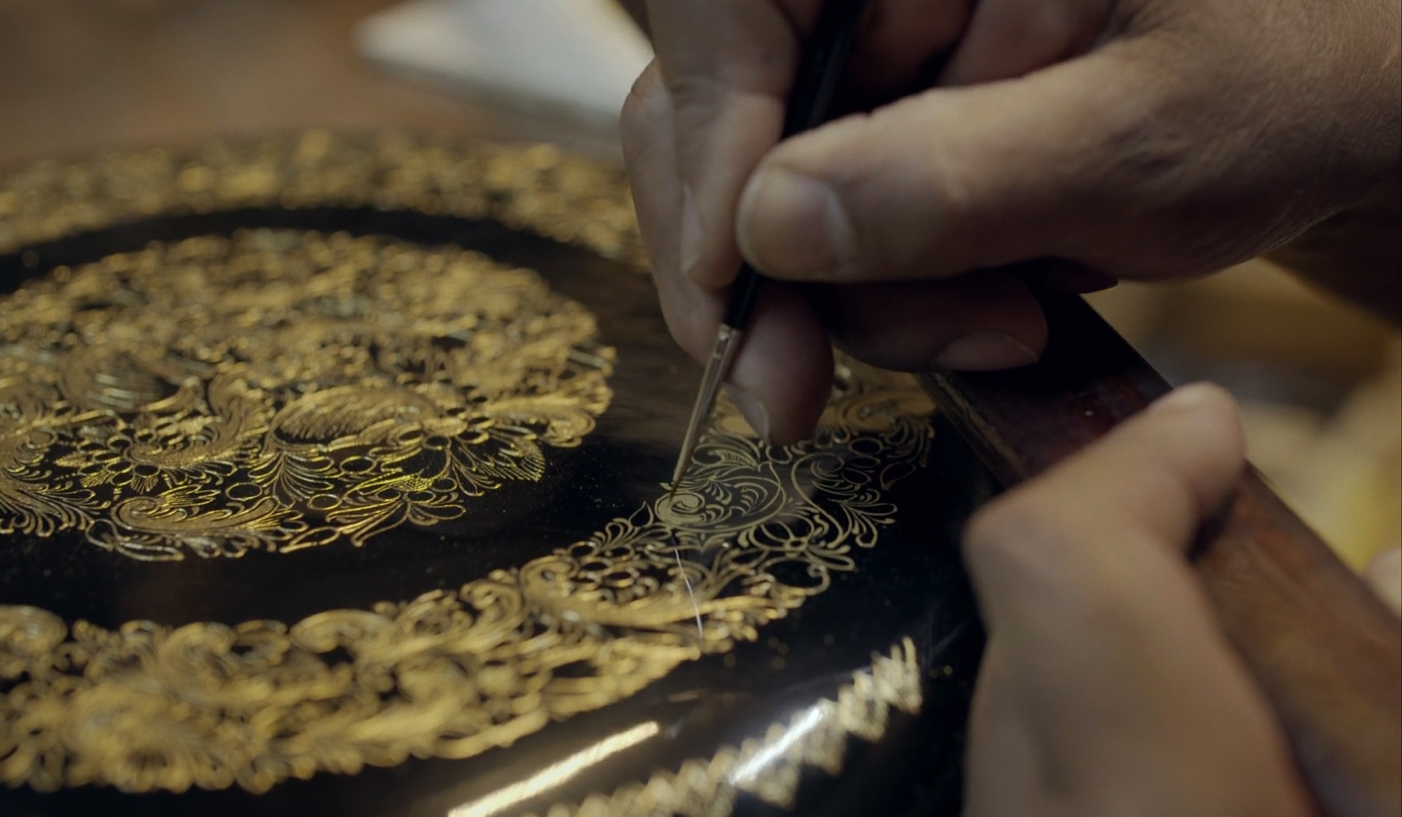 Mexican handcraft masters: lacquer, gold and cane