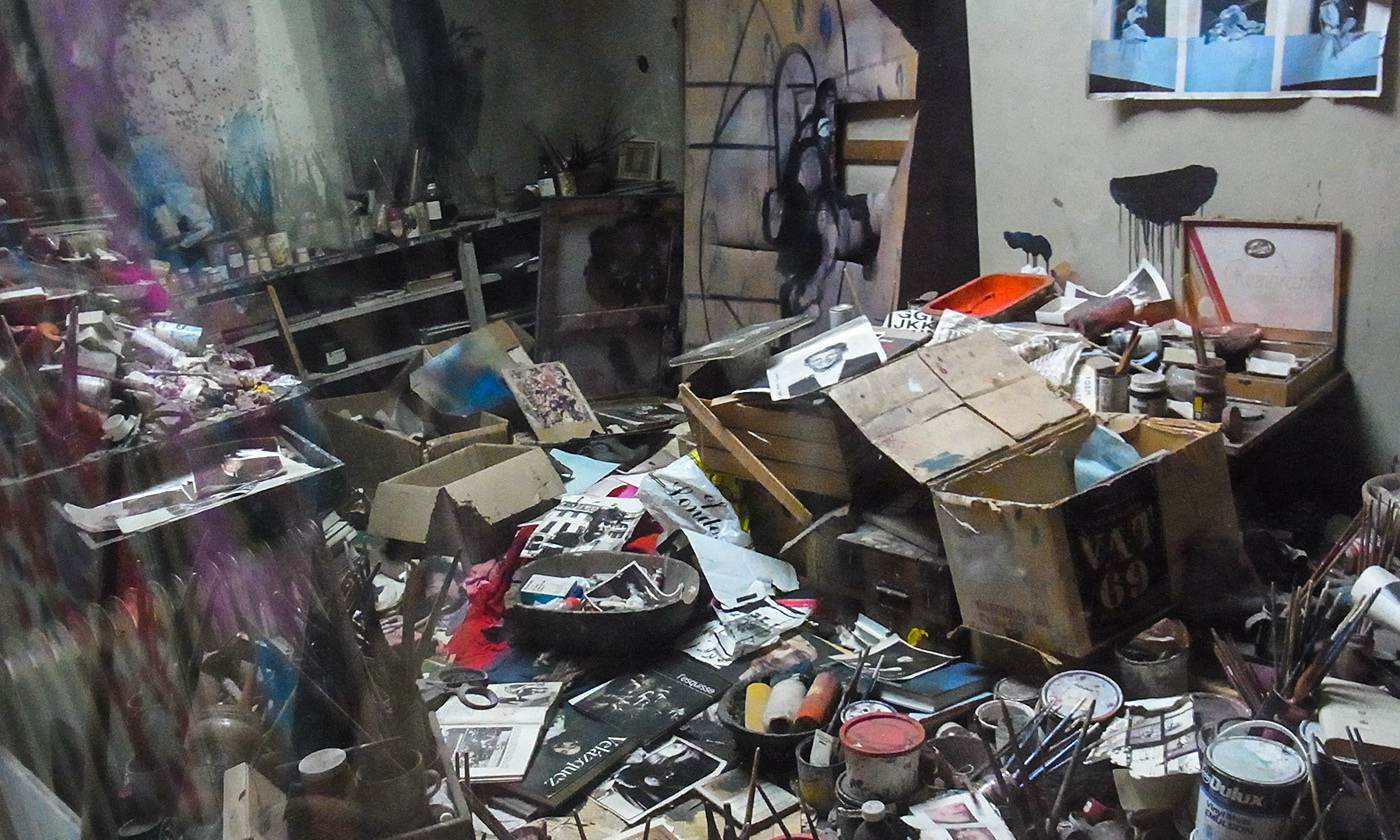 <p>The artist Francis Bacon's studio, relocated piece by piece to the Hugh Lane Gallery in Dublin. <em>Photo courtesy Wikipedia</em></p>