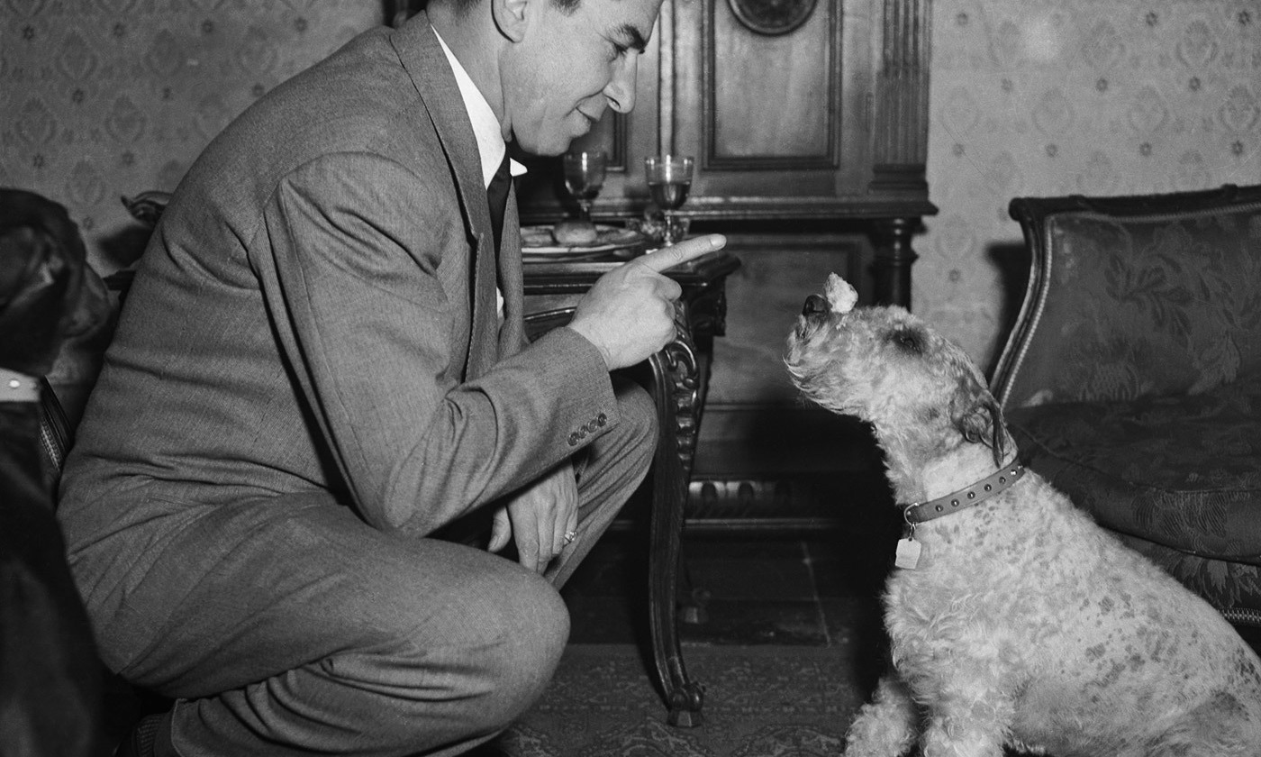 Former gangster Lucky Luciano teaches an old dog. Rome, 1949. <em>Photo by Bettmann/Getty</em>